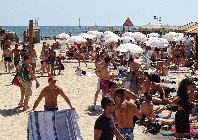 Sulle spiagge di Tel Aviv, aspettando il Pride