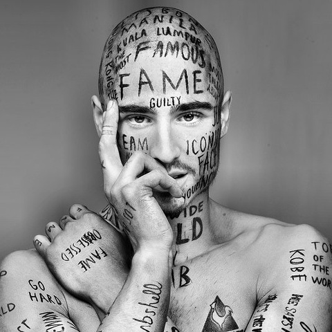 Vin Los: l'uomo ricoperto di tatuaggi senza senso