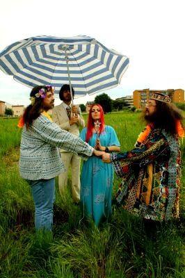 Matrimonio gay ai tempi dei Beatles? C'è chi se li è immaginati così