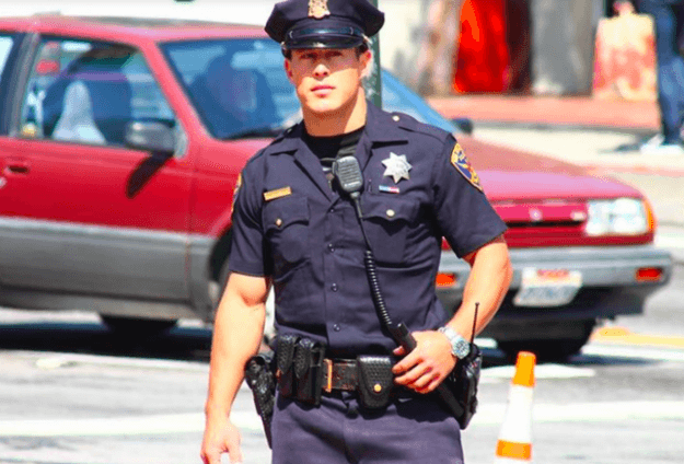 Ricordate il poliziotto Chris Kohrs? Spostato dal quartiere gay
