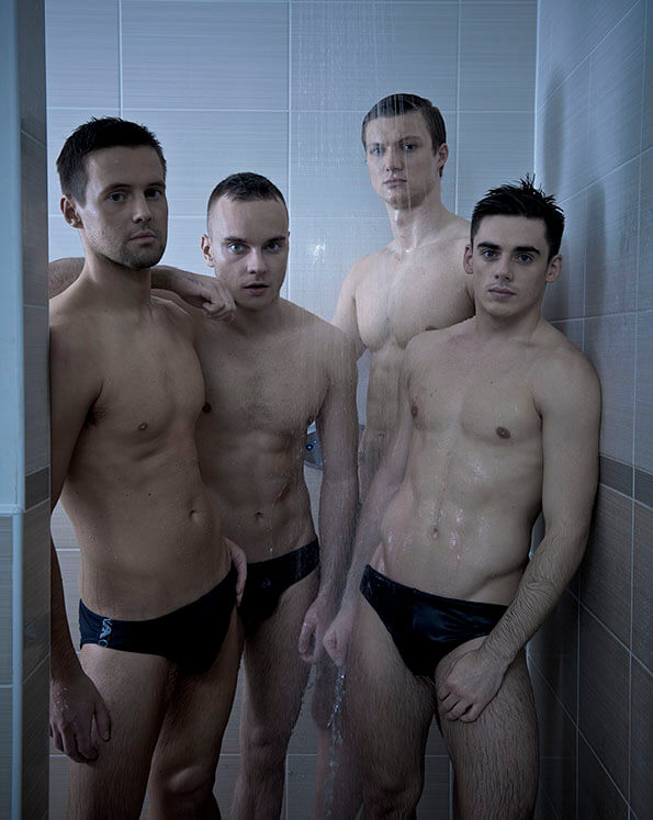 Chris Mears e colleghi sotto la doccia: le foto hot di Attitude