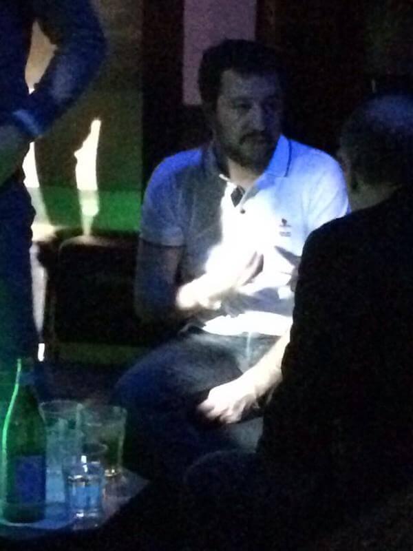 Matteo Salvini in un locale gay di Milano(?) Le foto