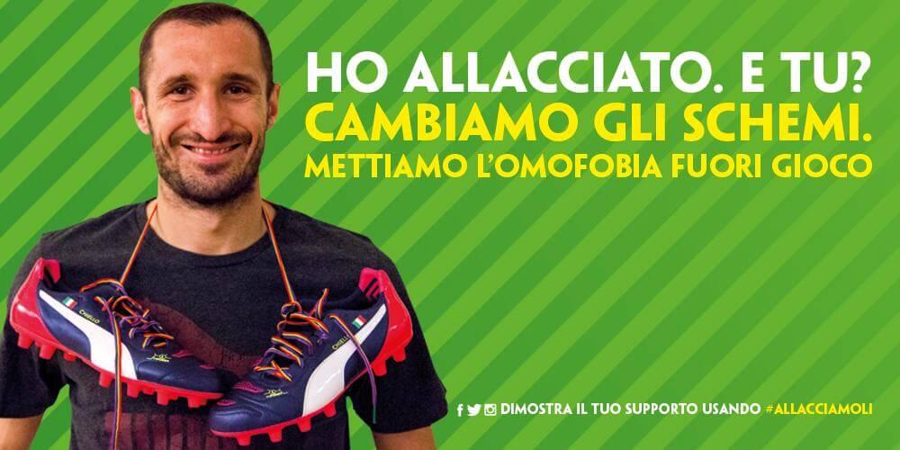 Giorgio Chiellini indossa i laccetti rainbow contro l'omofobia