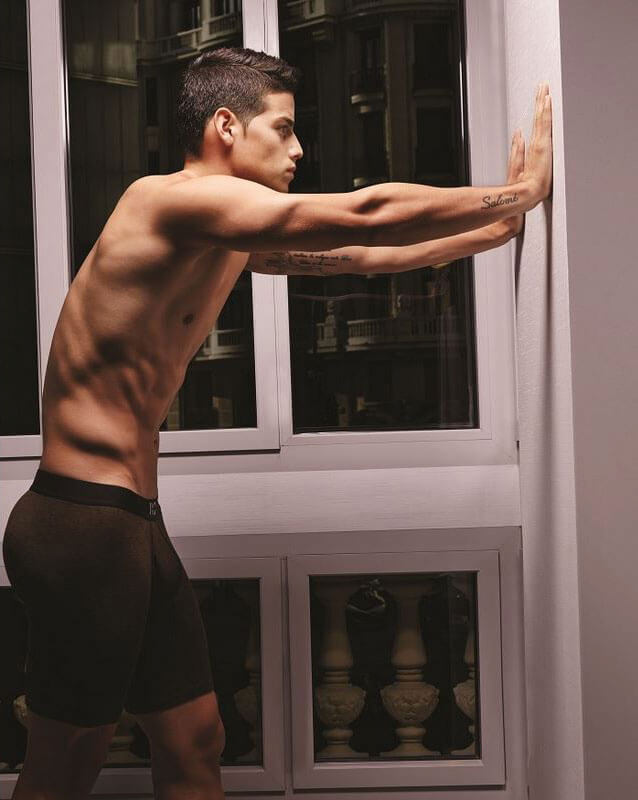 James Rodriguez in intimo per Bronzini Black. Tutte le foto #HOT