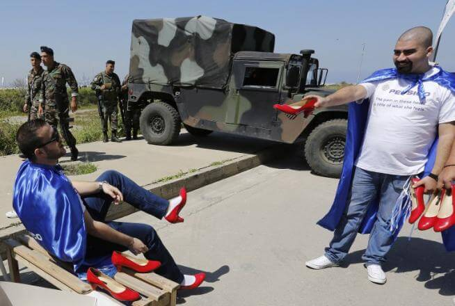 Uomini sui tacchi contro la violenza sulle donne. Accade a Beirut