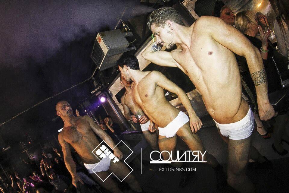 Igor del GF14 sexy cubista in un locale gay