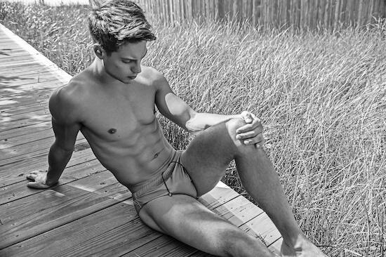 Il sexy attore e modello Matthew Ludwinski