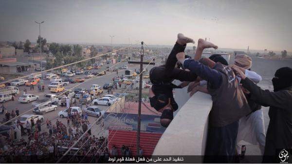 Nuova condanna a morte dell'ISIS: le immagini shock