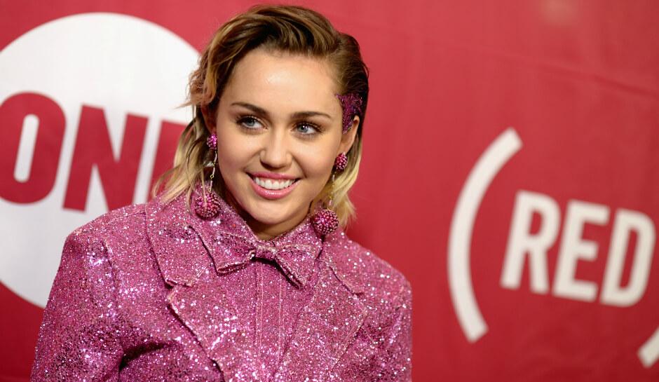 Miley Cyrus sempre più scandalosa nel suo Milky Milky Milk Tour