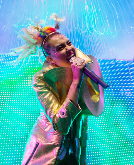 Miley_cyrus_milky_milky_milk_tour_america