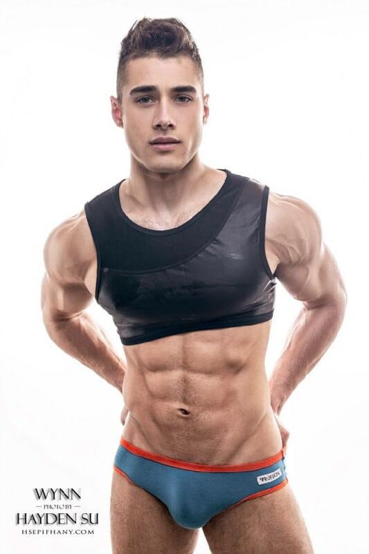 Quinton_Wynn_hot_abs