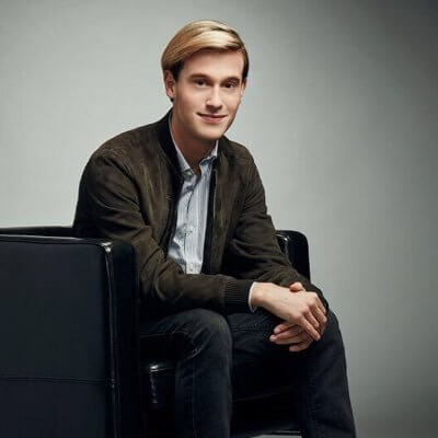 tyler_henry_hollywood_medium_gay