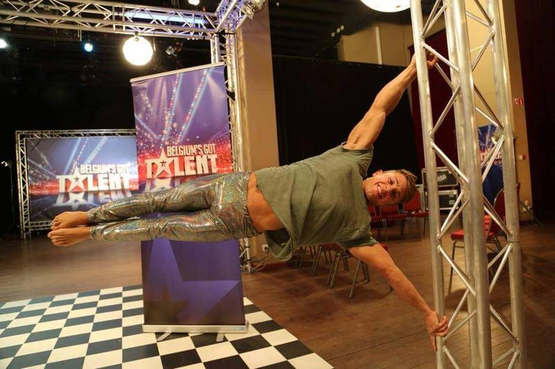 domenico_vaccaro_belgium_got_talent_2015_pole_dance_piedi