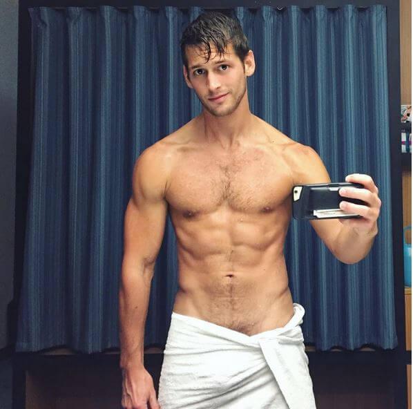 Le foto più piccanti del modello Max Emerson...e del fidanzato sexy