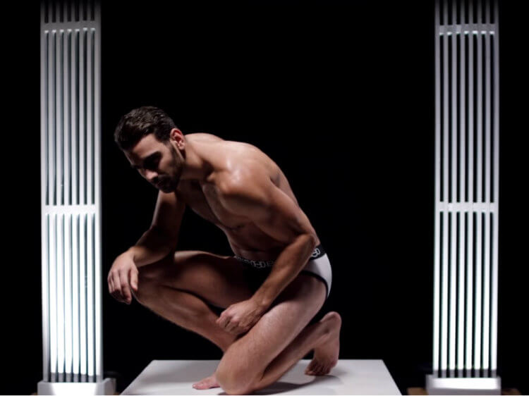 nyle_dimarco_nudo_gripbell_spot_fitness