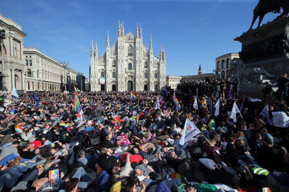 Piazza Duomo a Milano strapiena per #temposcaduto