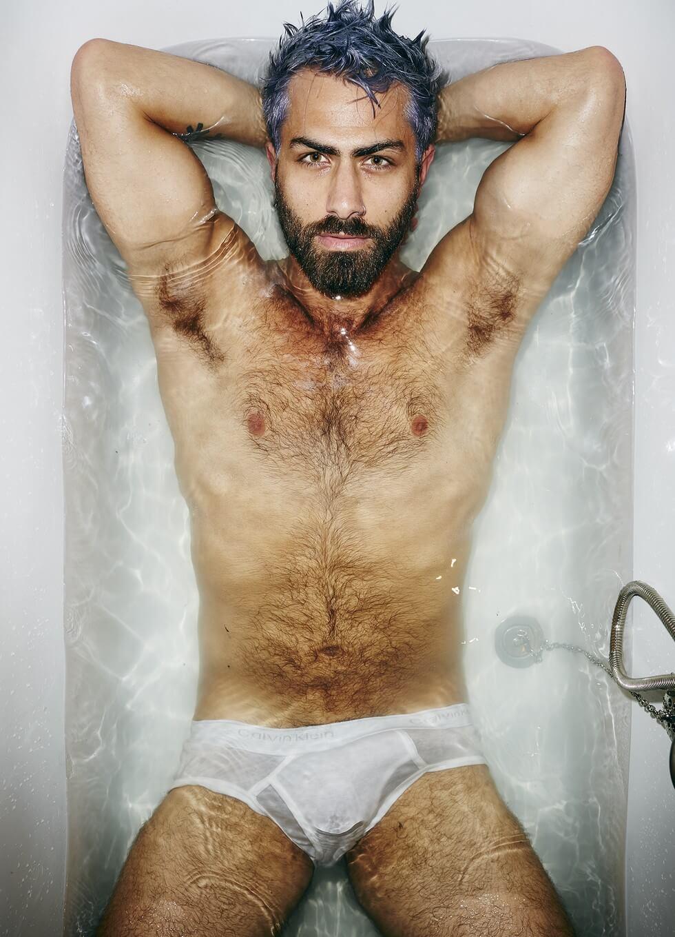 adam_ranzi_pornostar_doccia_nudo