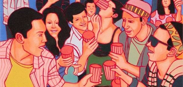 persone queer che bevono insieme felici