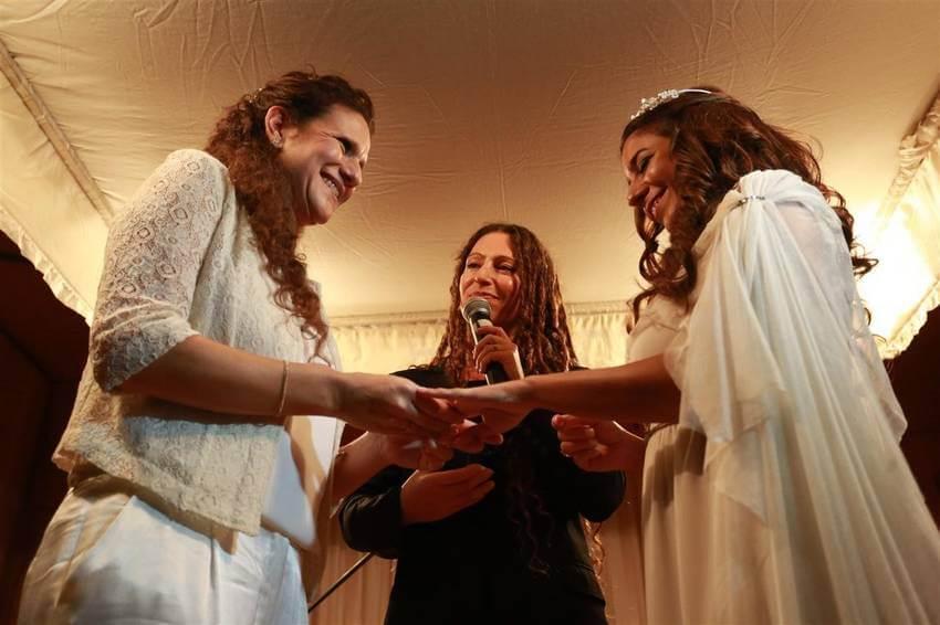 Prime nozze religiose in Argentina per una coppia di donne