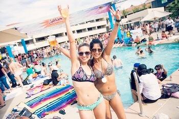 Benvenuti al Dinah, il paradiso lesbo più grande al mondo