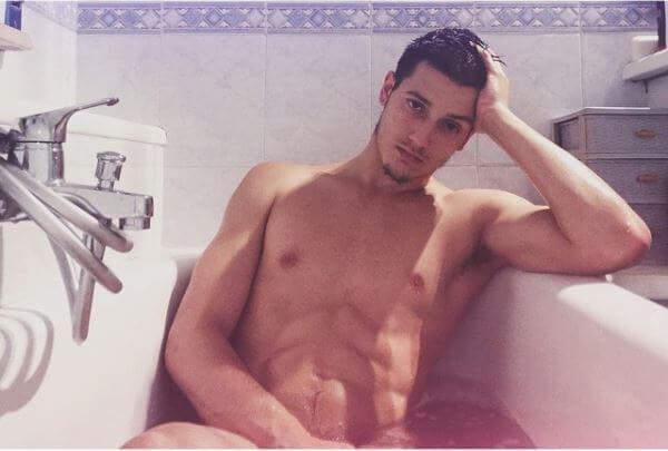 gabriele_esposito_amici_15_nudo