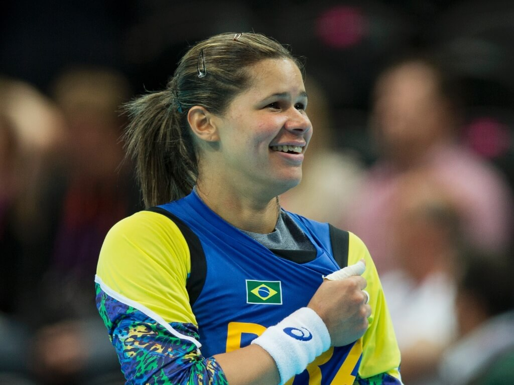 13mai2013---mayssa-goleira-de-handebol-da-selecao-brasileira-nas-olimpiadas-de-2012-se-diz-bissexual-1368470004799_1024x768