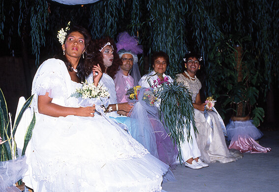"""Porto Sant'Elpidio: ci si scatena con i matrimoni. Mogli e mariti nel giorno solenne e una """"invitata"""" decisamente sexy."""