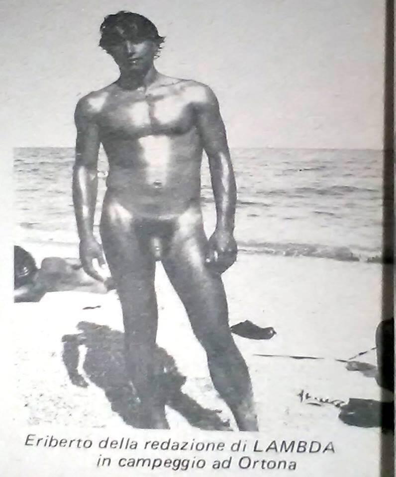 """Eriberto, della redazione di """"Lambda"""", durante il gay camp di Ortona. Da """"Lambda"""" numero 5, settembre-ottobre 1981."""