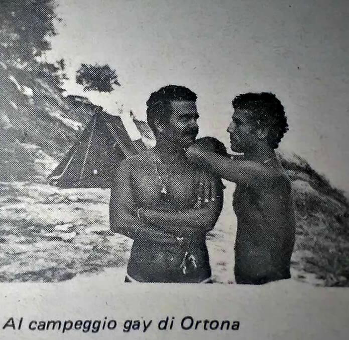"""Due partecipanti all'International gay camp di Ortona, da """"Lambda"""" numero 5, settembre-ottobre 1981."""