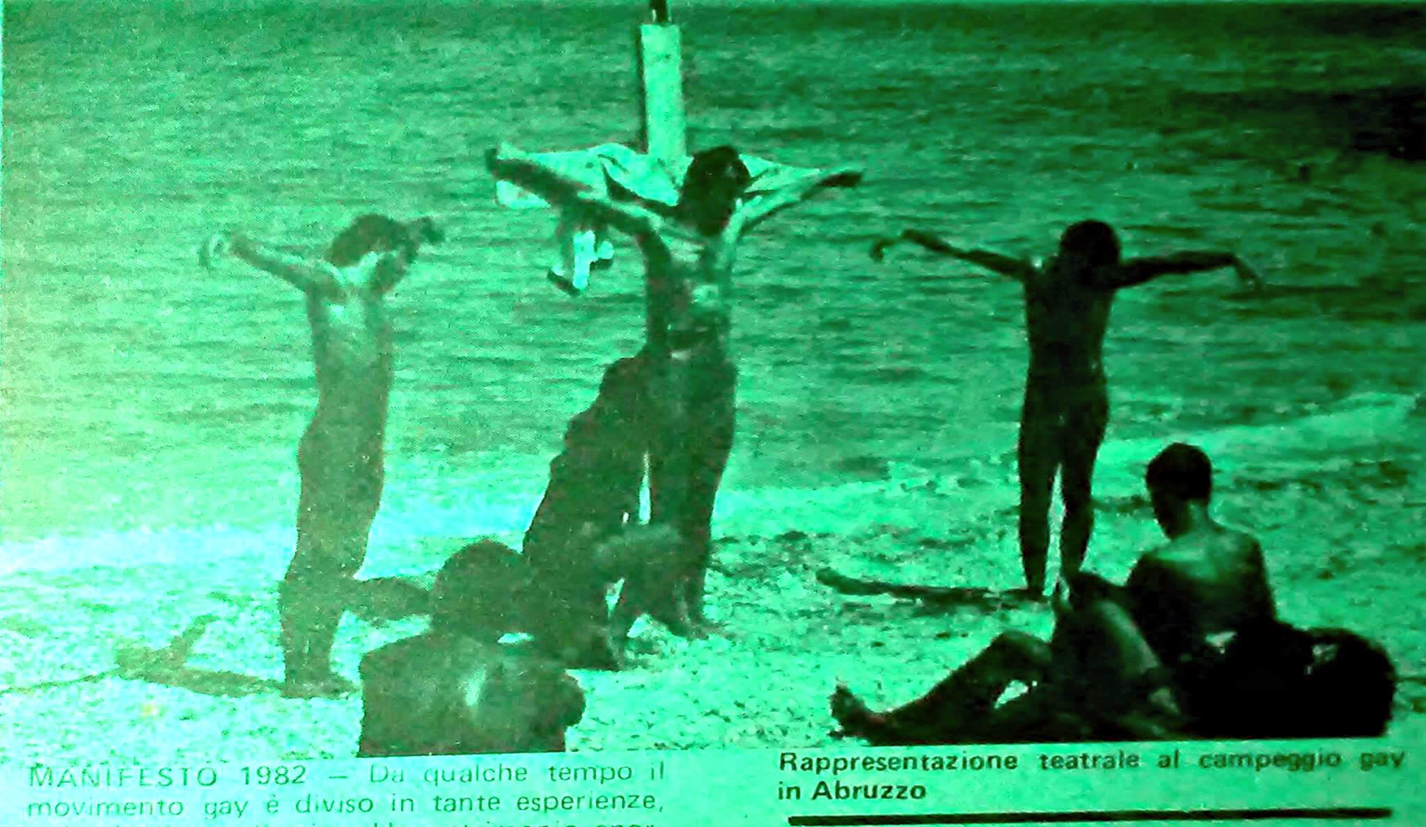"""Una passione di Gesù cristo in chiave gay, al campeggio di Ortona del 1981. Da """"Lambda"""", numero 9, febbraio 1982."""