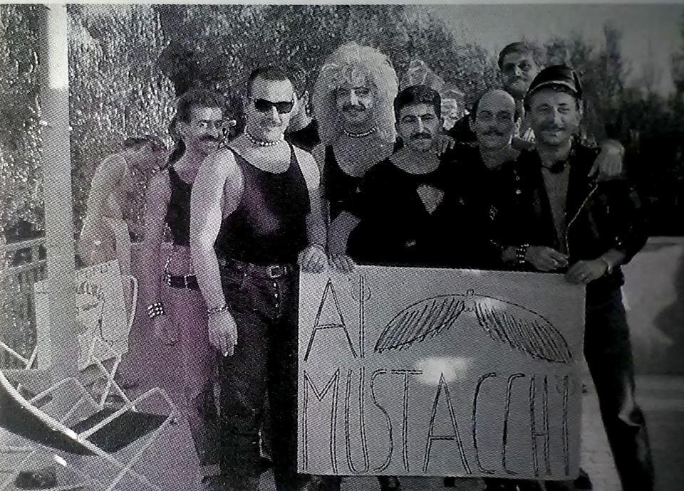 """Il gruppo delle """"baffe-checche"""" al campeggio di Vieste."""