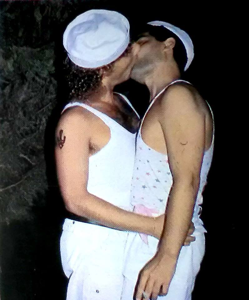 "Due ""marinai"" in amore, Rodi Garganico, 1984."