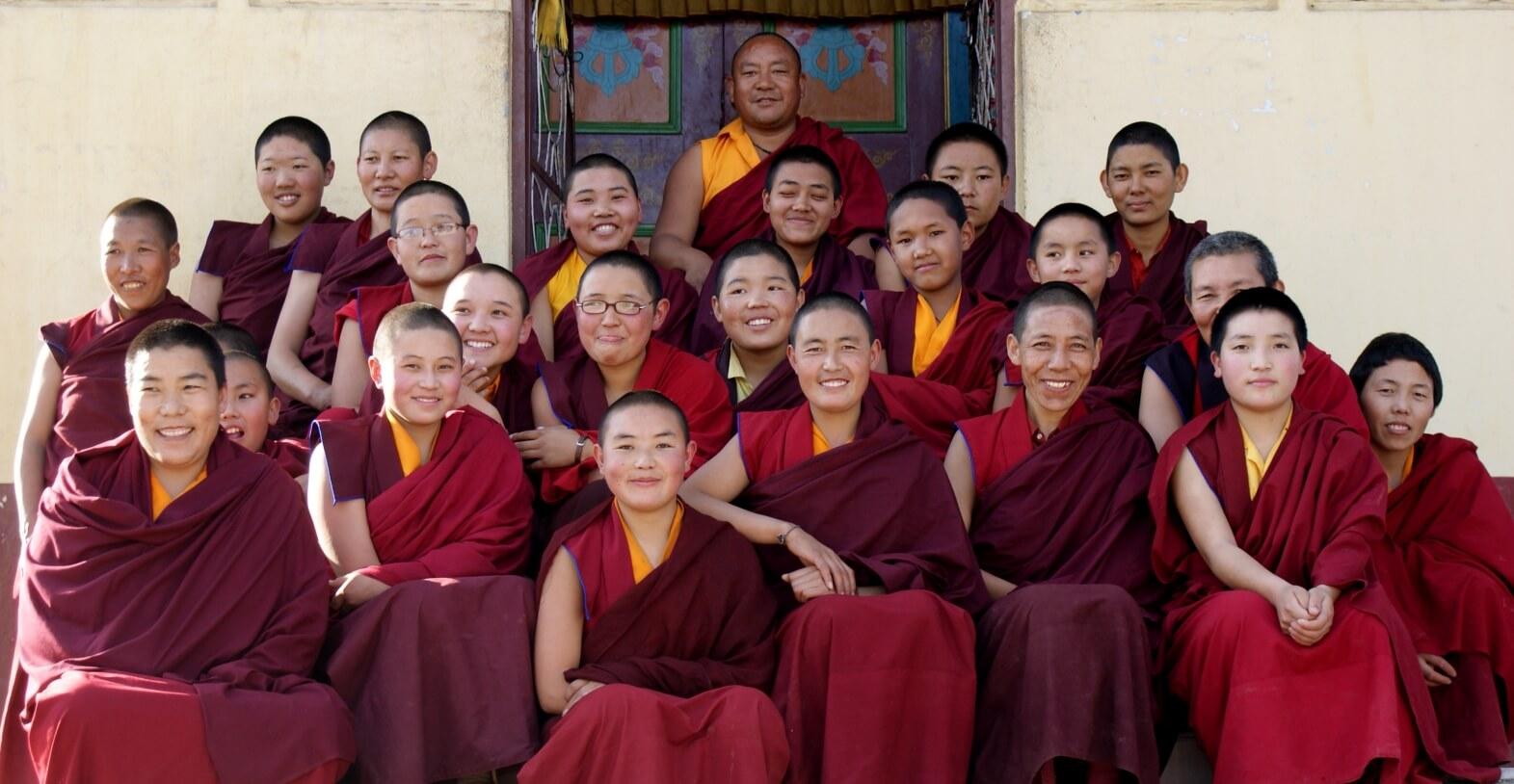 nuns-in-tibet
