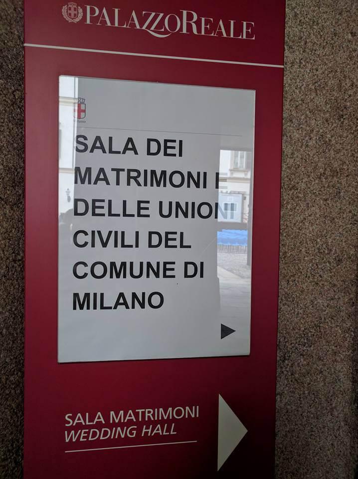 Il nuovo cartello posto all'ingresso della Sala dei matrimoni e delle unioni civili.