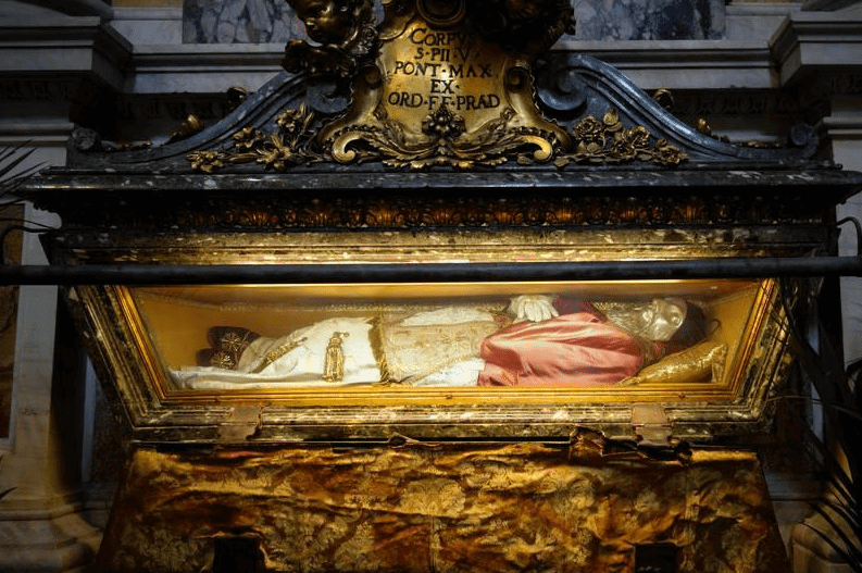 Cadaveri sublimi: ritratti fotografici alle reliquie dei santi italiani