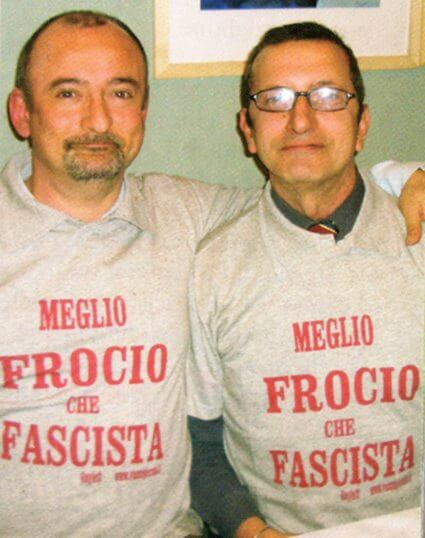 Marco Volante e Mario Cirrito indossano la t-shirt in risposta alla Mussolini.