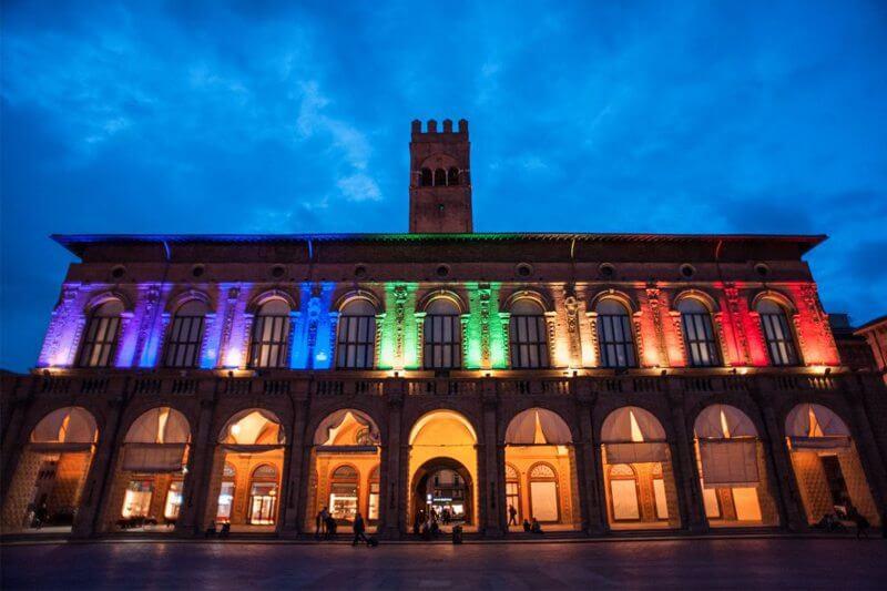 Bologna, aggressione omofoba ai danni di uno studente ...