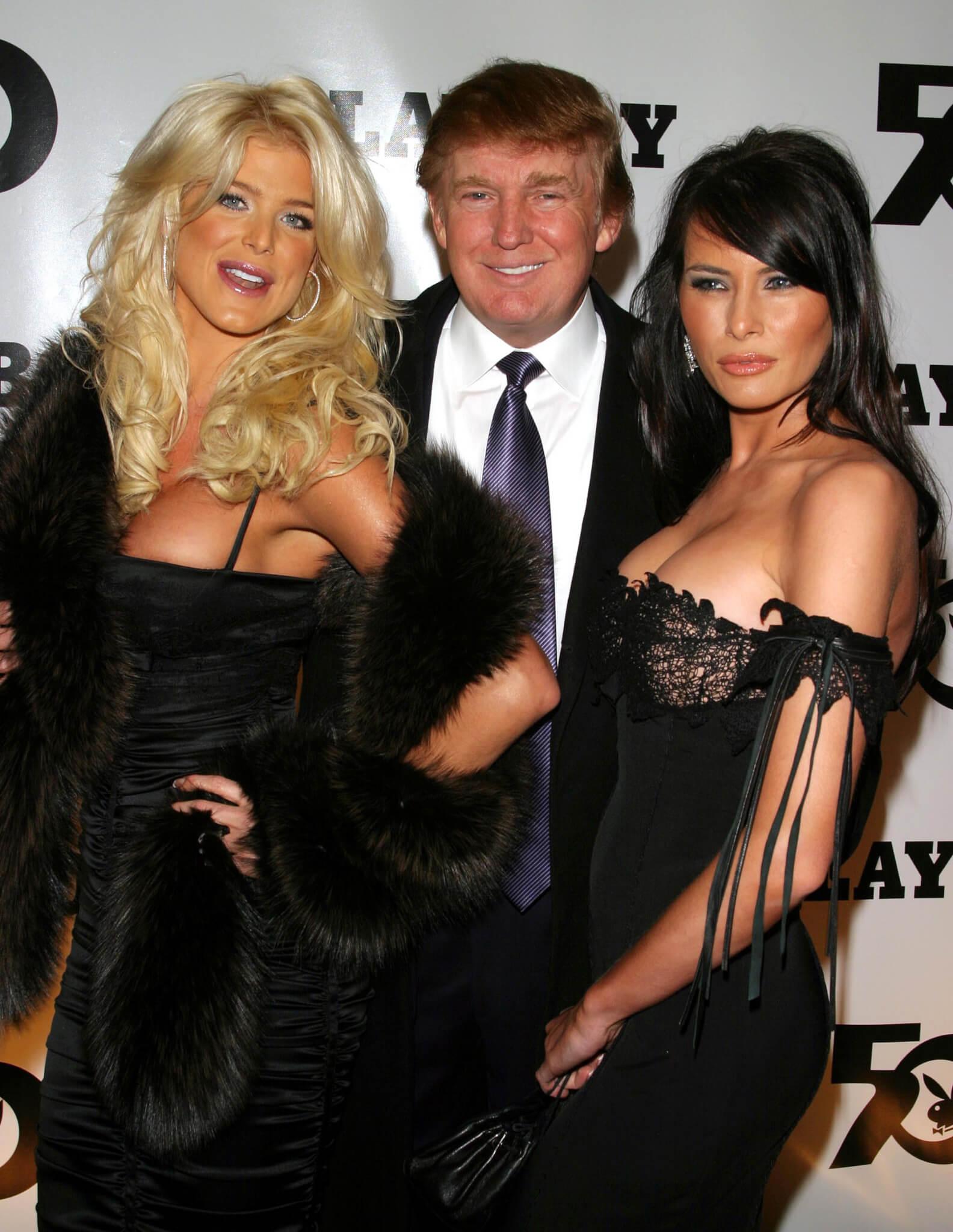 Donald Trump a una festa di Playboy tra Victoria Silvestedt e la moglie Melania.