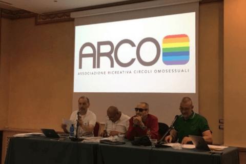 Sesso gay in Servizi igienici pubblici