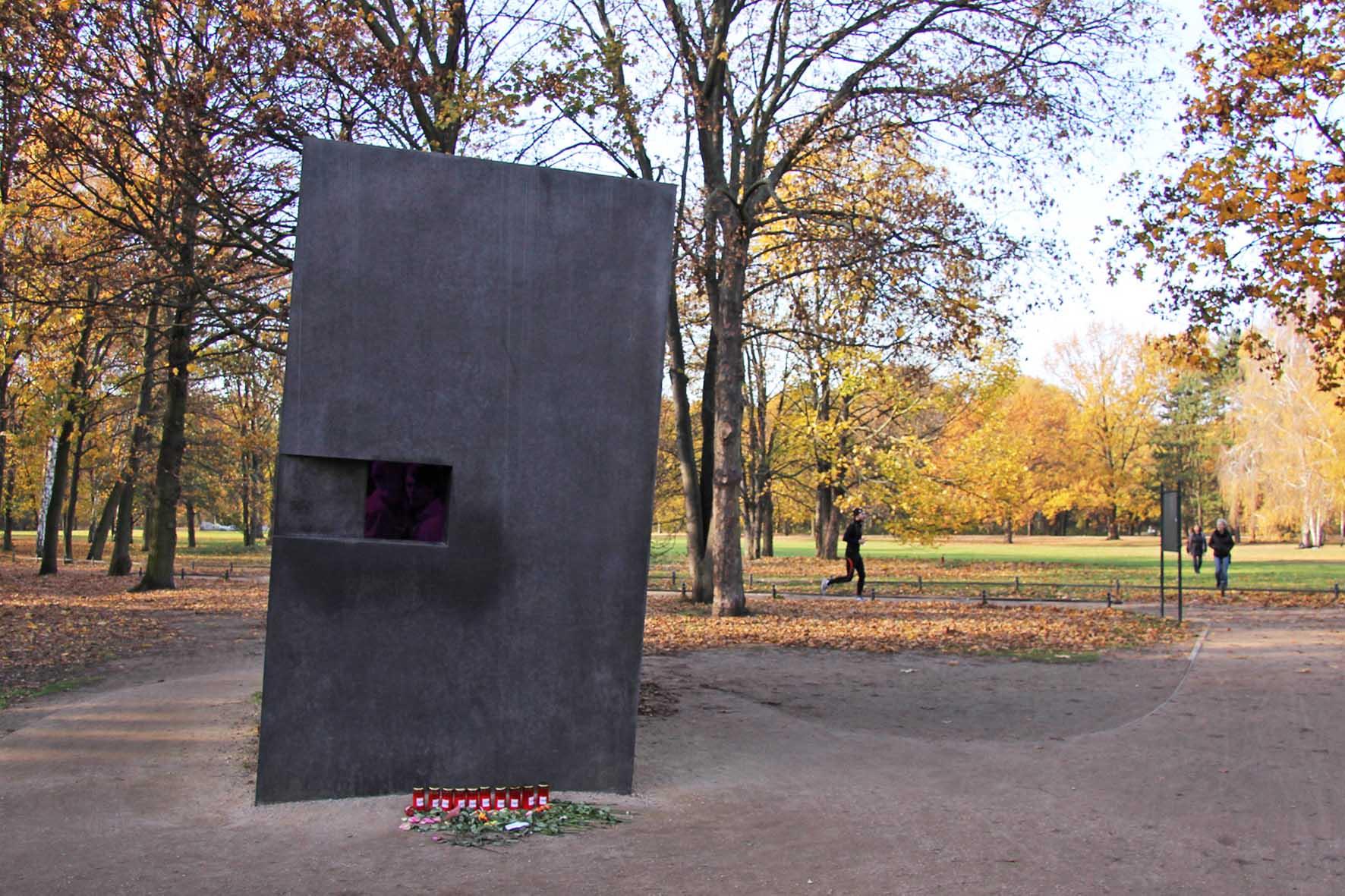 memoriale lgbt omocausto berlino