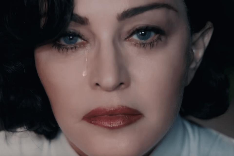 """Madonna piange nel video di """"God Control"""""""