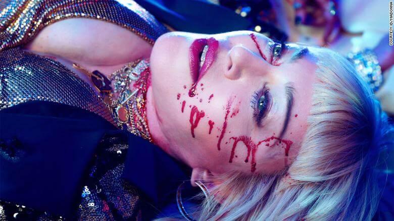 """Madonna ricrea una sparatoria nel cruento video capolavoro per """"God Control"""""""