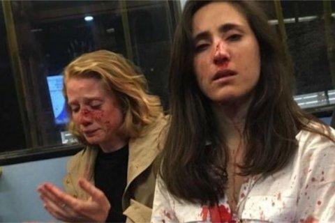 Londra, coppia lesbica aggredita su bus: