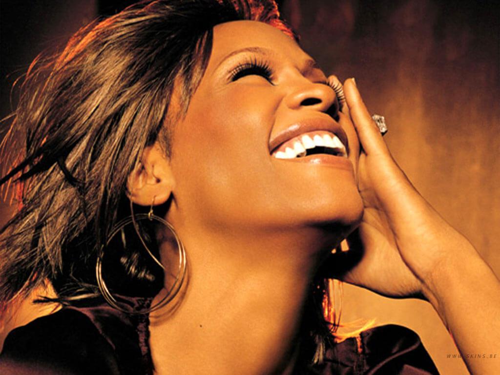 """Whitney Houston in una delle foto promozionali per il suo album """"Just Whitney"""""""