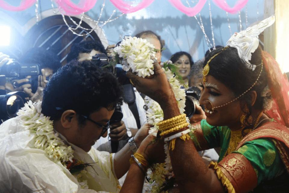 Matrimonio indiano tra due transgender