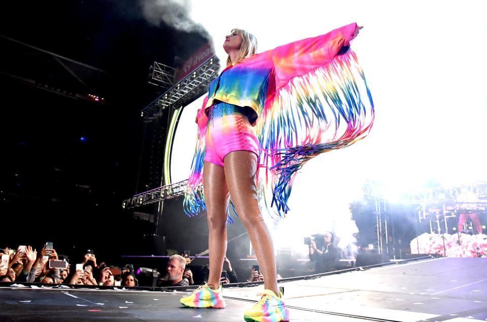 Taylor Swift gay pride