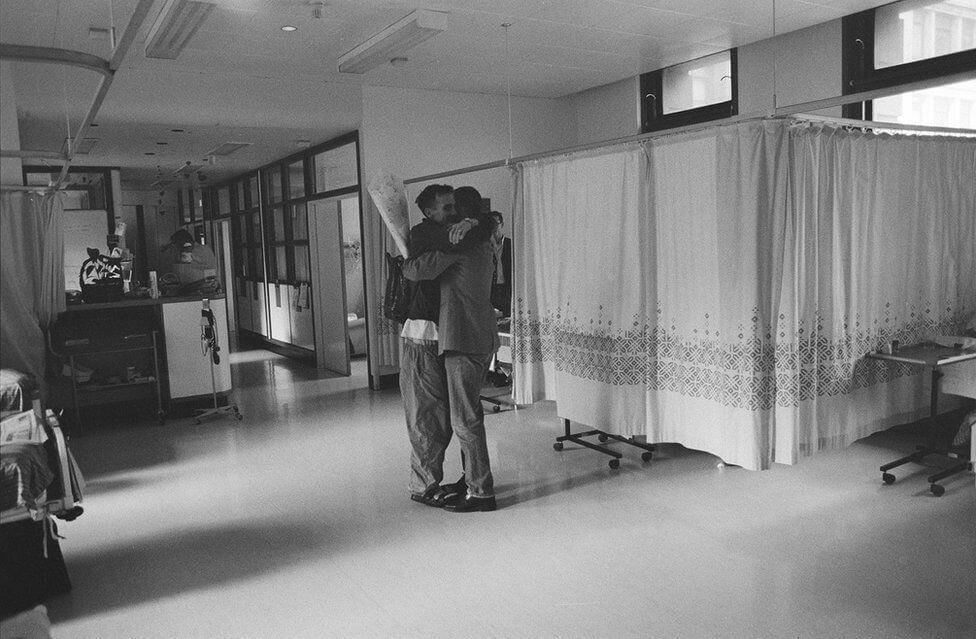 Le foto di Gideon Mendel ai malati di AIDS negli anni '90