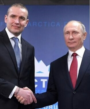 Presidente Islanda incontra Putin con braccialetto arcobaleno