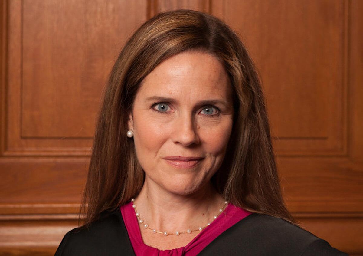 Trump sceglie Amy Barrett per la Corte Suprema: ultracattolica contraria a matrimoni gay e aborto - Gay.it