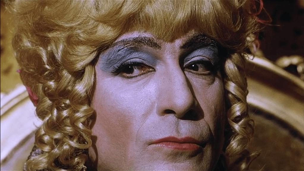 Splendori e miserie di Madame Royale, esce il libro che celebra il primo film italiano con protagonista gay (vlcsnap 2016 09 30 18h17m15s696)